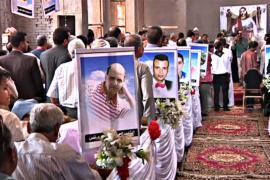 Египтяне молятся за христиан-коптов, убитых ИГИЛ