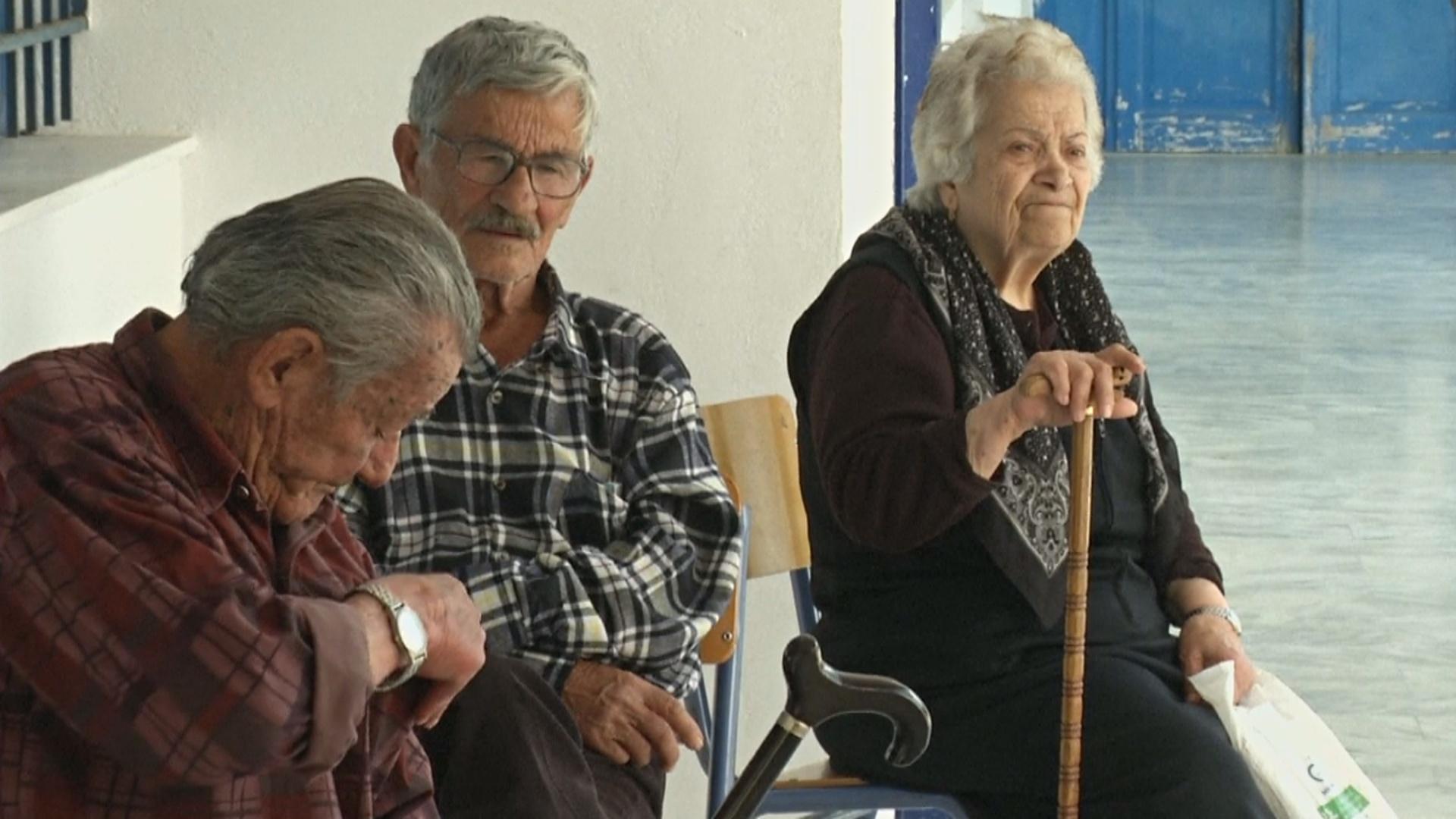 Жители греческих островов, заболев, уповают на Бога и волонтёров