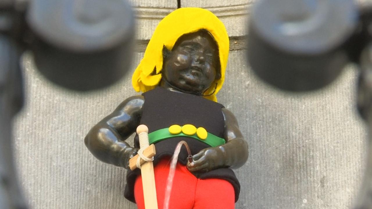 «Писающий мальчик» в Брюсселе принарядился в костюм Астерикса