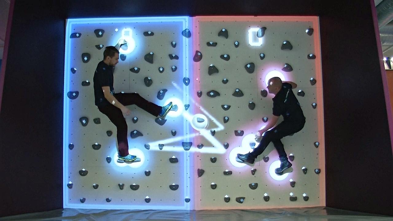 Стена для скалолазания или компьютерная игра?