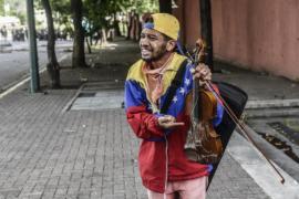 Венесуэльский скрипач-оппозиционер провёл уличный концерт