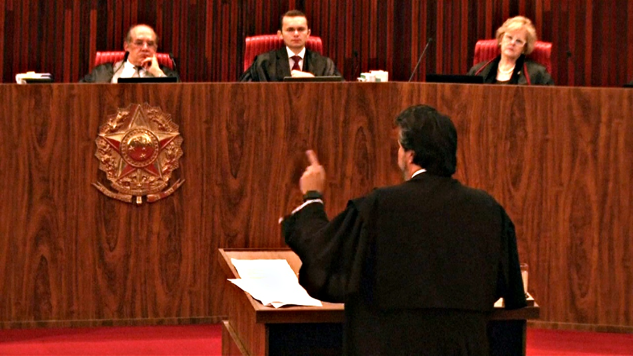 В Бразилии возобновили суд над президентом и экс-президентом