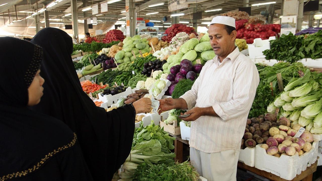 После разрыва дипотношений катарцам не хватает молока и курятины
