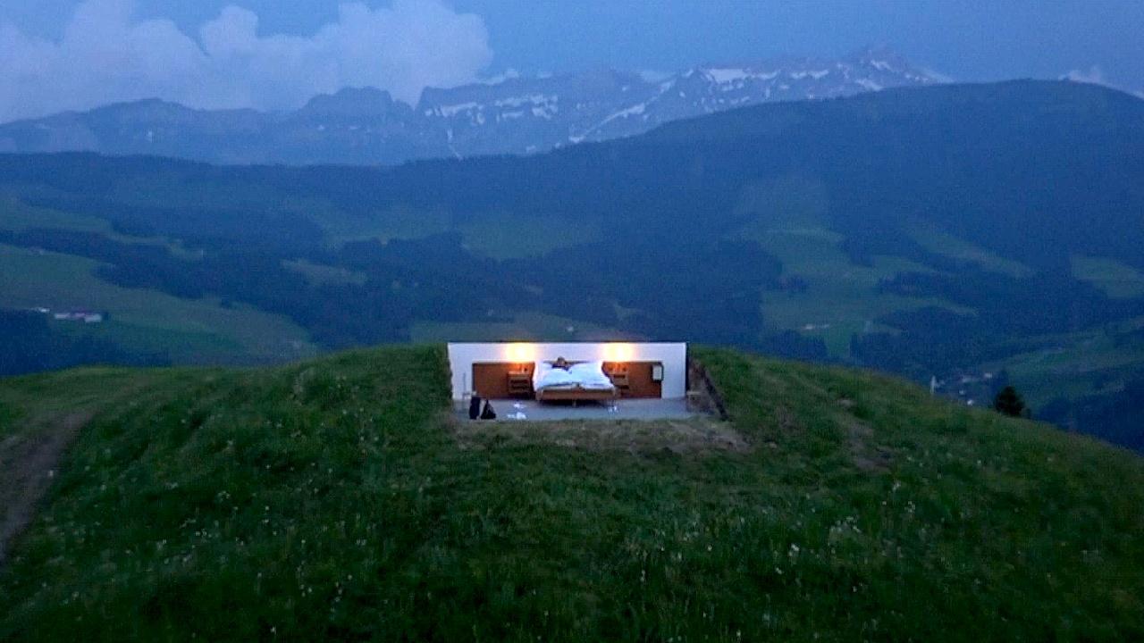 Отель «ноль звёзд»: кровать на горе под звёздами