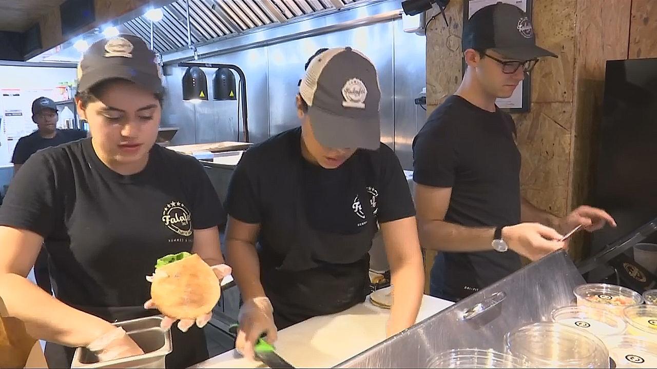 Вашингтонский ресторан отдаёт прибыль на помощь беженцам