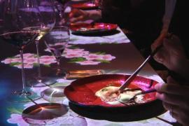 Цифровое шоу завораживает посетителей токийского ресторана