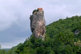 Загадочный столп Кацхи: церковь в 40 метрах над землёй