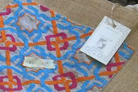 Палестинские беженки зарабатывают вышивкой