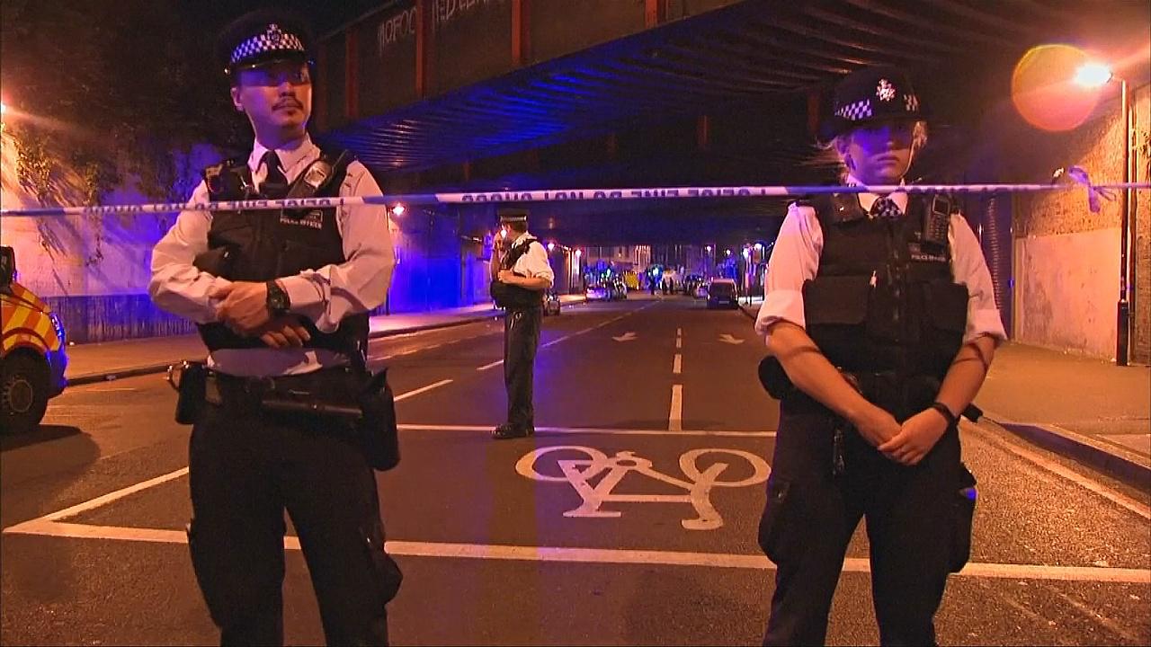 У мечети в Лондоне в толпу врезался фургон