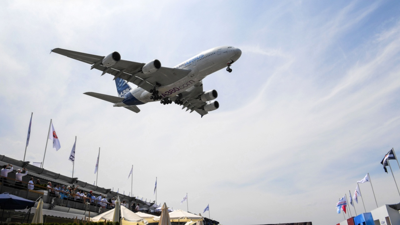 Новинки самолётостроения представили на Парижском авиасалоне