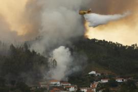 В Португалии пытаются взять под контроль сильнейшие пожары