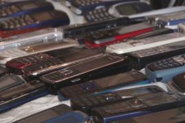 Житель Челябинска собрал коллекцию из 330 винтажных мобильников