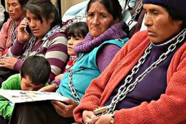 Прикованные чилийцы протестуют против горной добычи