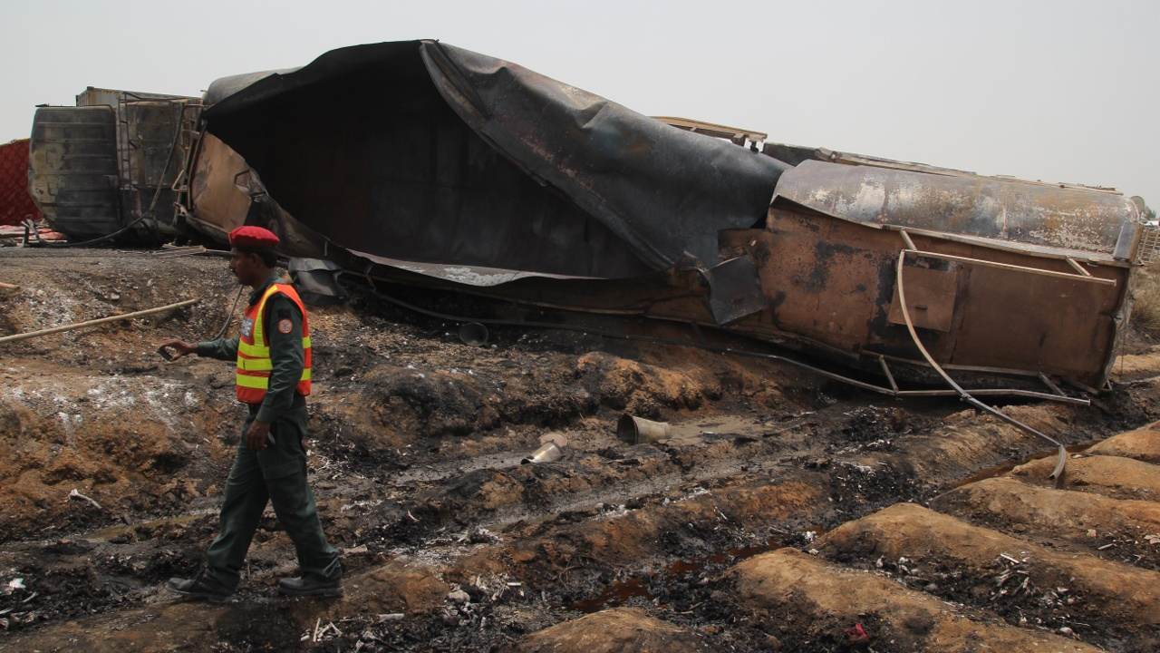Взрыв бензовоза в Пакистане: не менее 146 погибших
