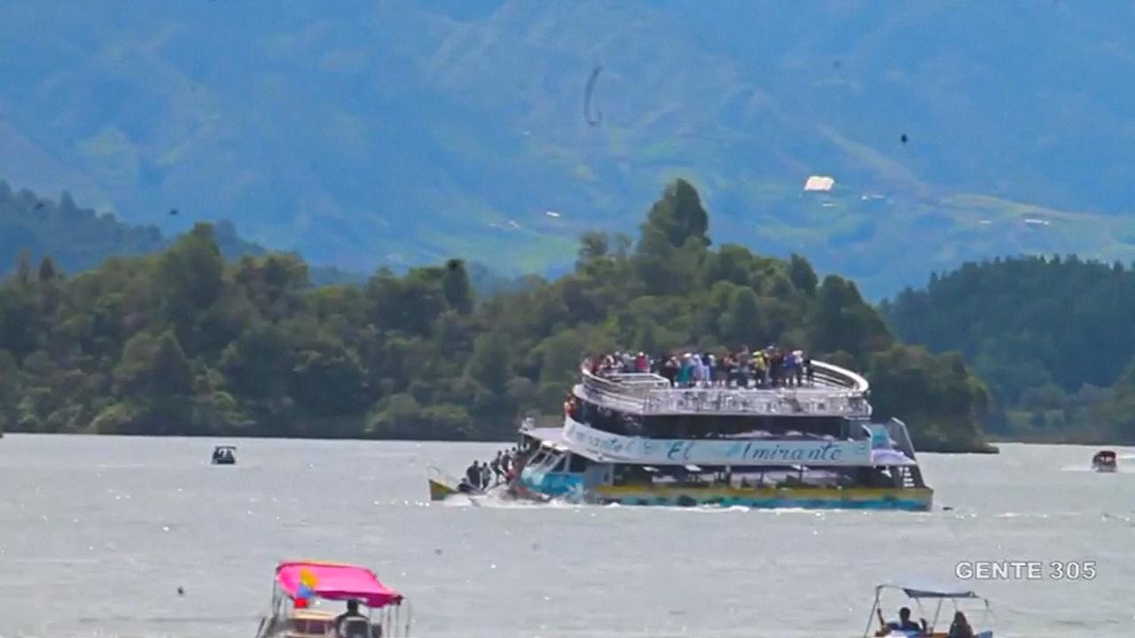 В Колумбии продолжают искать пассажиров затонувшего туристического судна