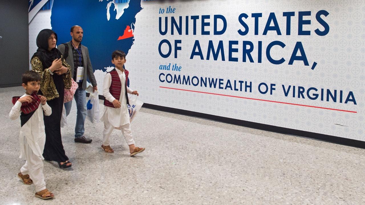 Запрет на въезд снова вступил в силу: в аэропортах США спокойно