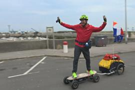 Француз-рекордсмен совершит кругосветку на электрическом скейтборде