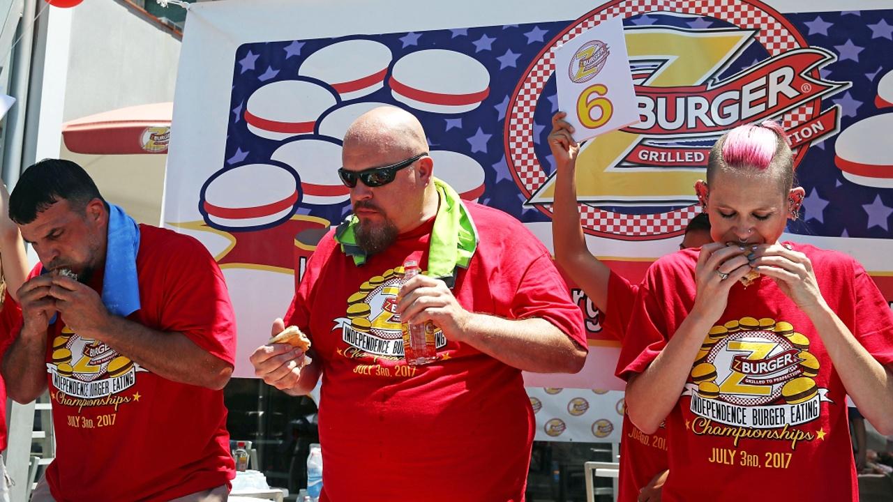 Жительница Калифорнии съела 21 гамбургер за 10 минут