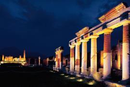 Ночные Помпеи в таинственном освещении открыли туристам