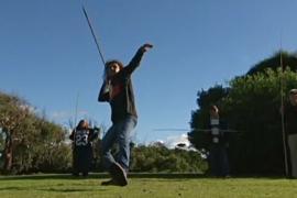 Аборигены Тасмании возвращаются к истокам, метая копья