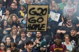 На саммит G20 съехались десятки тысяч протестующих