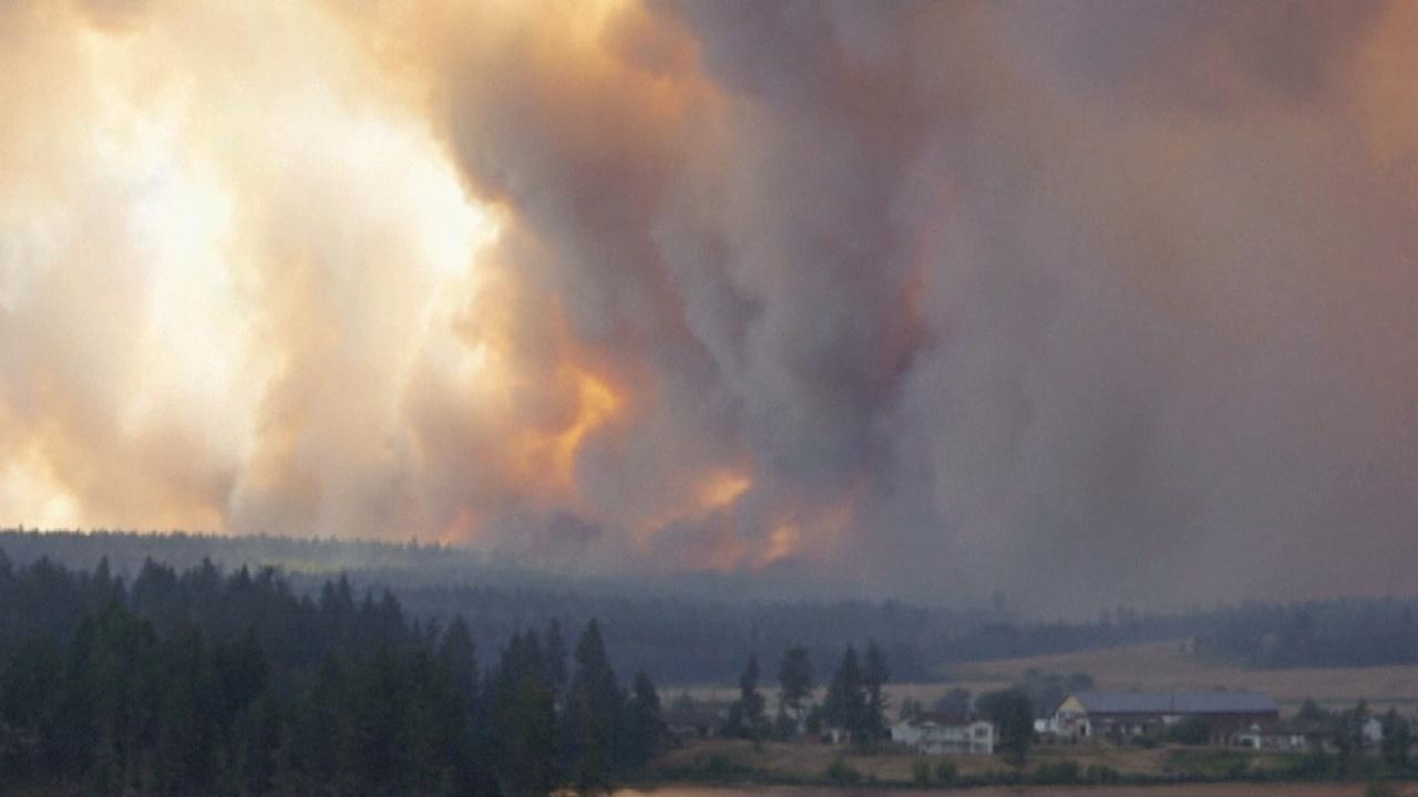 Пожары в Канаде: тысячи эвакуированных
