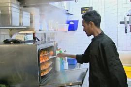 Новый налог: из зарплат мигрантов в Израиле будут вычитать 20%
