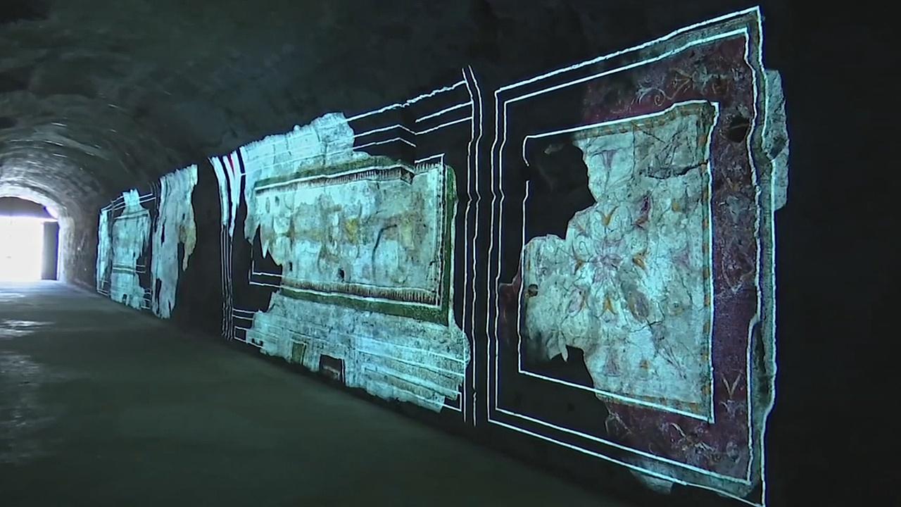 Световые инсталляции древних фресок показывают туристам в Риме