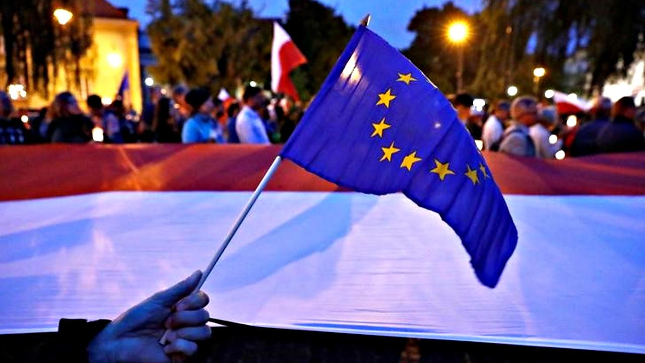 Польшу могут лишить права голоса в ЕС из-за судебной реформы