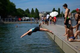 В Париже открыли купальный сезон