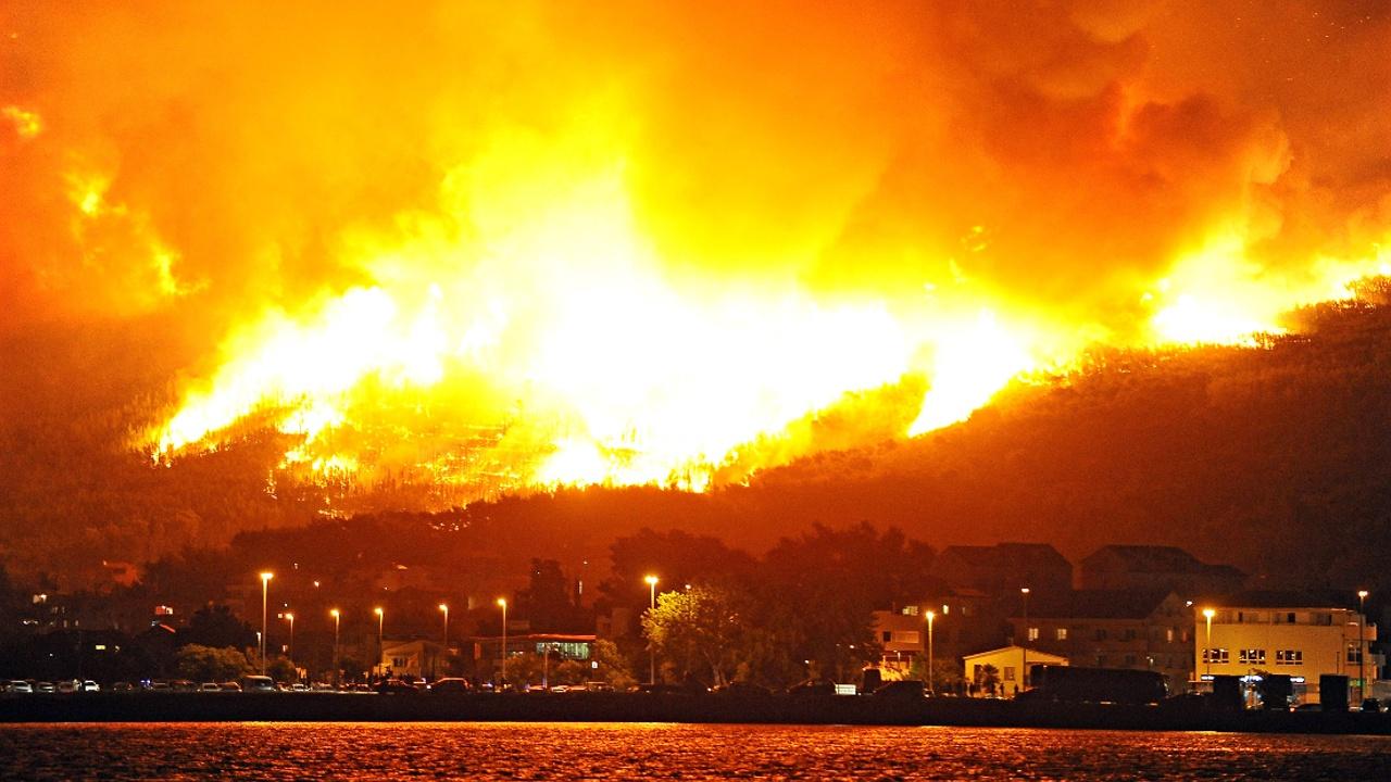 Лесные пожары охватили Черногорию и Хорватию