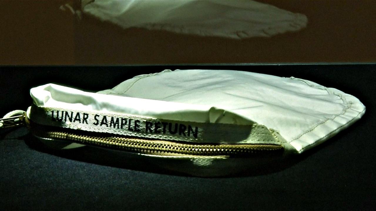 Мешок для сбора породы с Луны ушёл с молотка за $1,8 млн