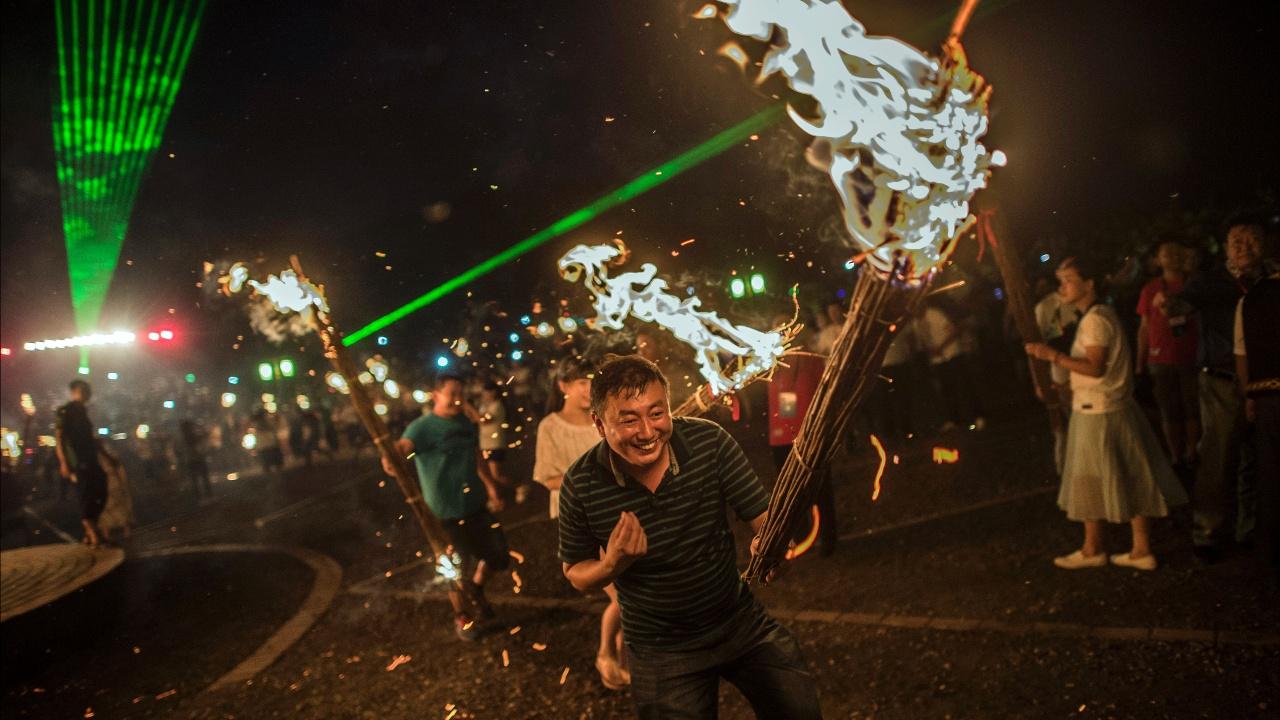 Фестиваль факелов отметила китайская народность «и»