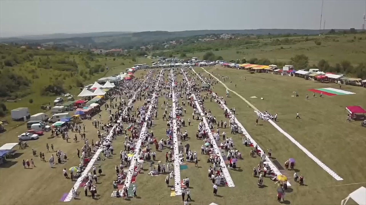 На традиционную свадьбу в Болгарии собралось более 3000 гостей