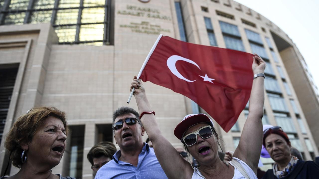 Еврокомиссия: «Турция отдаляется от европейских ценностей»