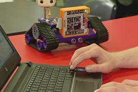 Школьников вовлекают в программирование при помощи мини-марсоходов