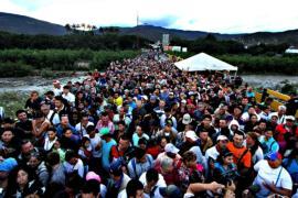 Венесуэльцы бегут из страны из-за политической нестабильности