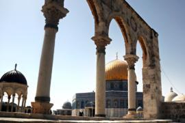 Металлоискатели у Аль-Аксы убрали, но молитвы проходят снаружи