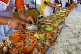 Самую длинную торту приготовили в Мехико
