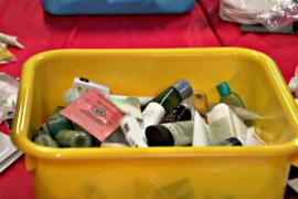 Фонд собирает одноразовые туалетные принадлежности и раздаёт бездомным