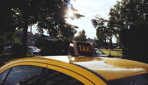 Летите в Симферополь? Заранее позаботьтесь о такси!