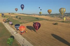 Небо над долиной в Умбрии «расцвело» от воздушных шаров