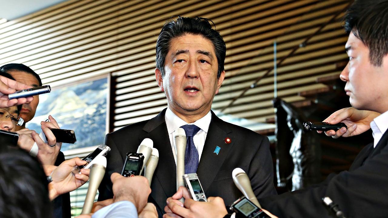 Премьер Японии проводит радикальные перестановки в Кабинете