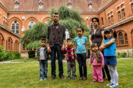Власти Франции открывают рядом с Кале два центра для беженцев