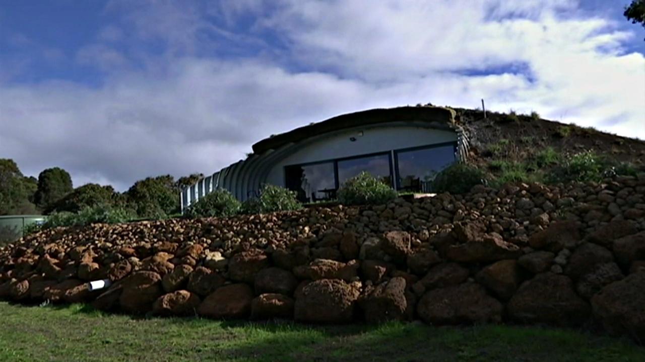 Австралиец построил дом как у хоббита
