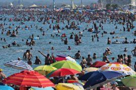 Избыток туристов на юге Европы вызывает протест у местных жителей