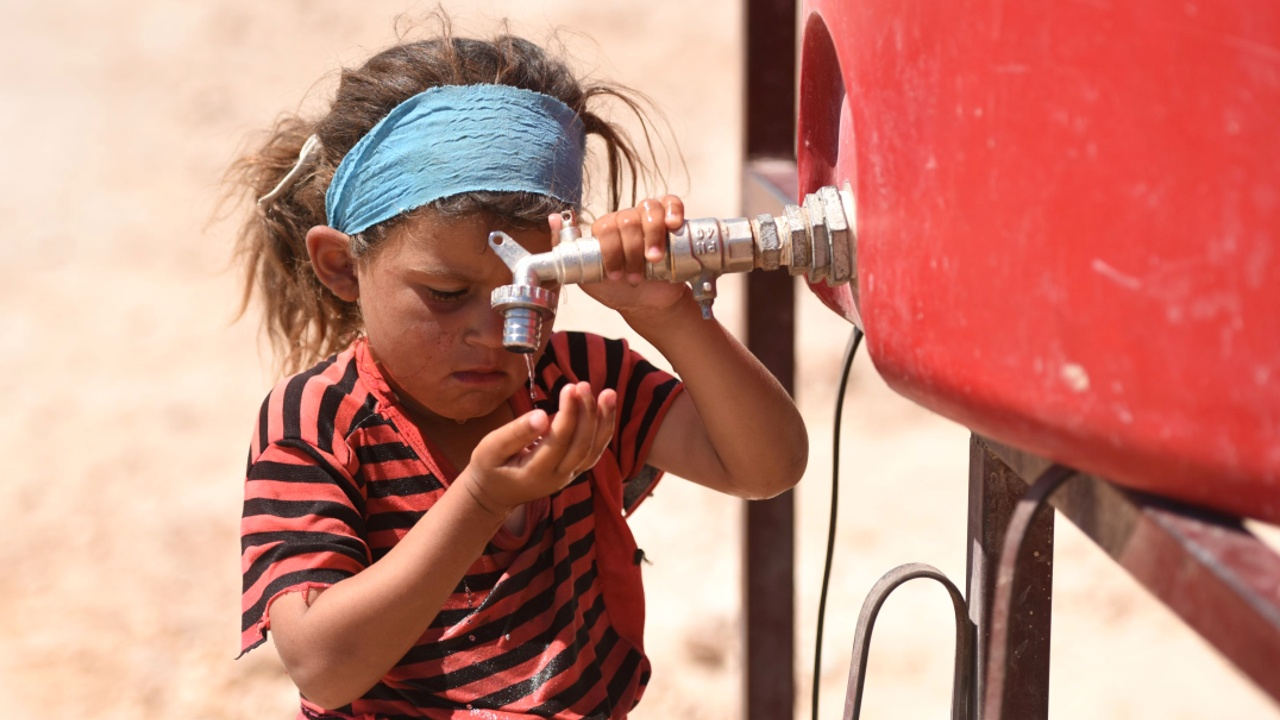Беженцы из Ракки страдают в лагере от невыносимой жары