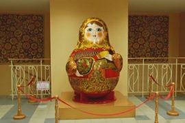 Матрёшка: как мастерят самый главный сувенир России