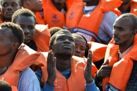НПО не будут спасать мигрантов в Средиземном море
