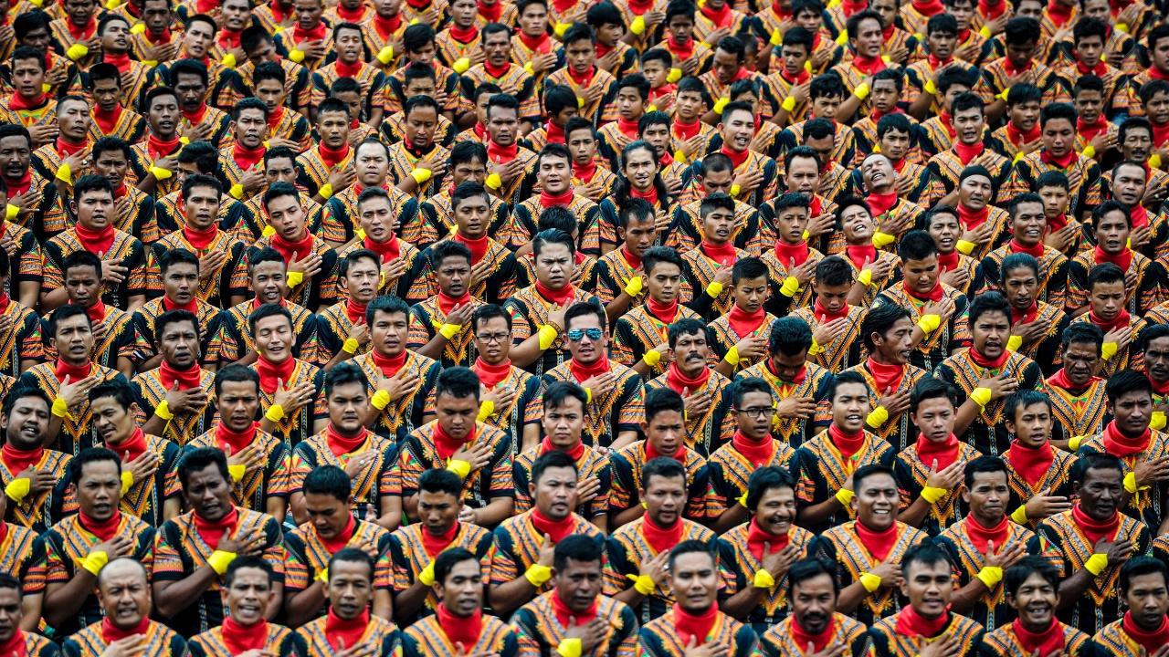 Более 10 тысяч человек исполнили народный танец Индонезии